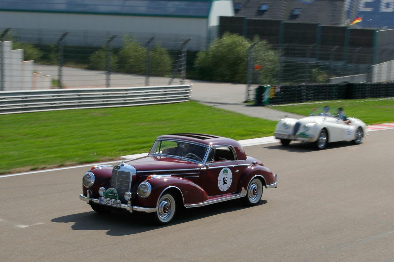 A Sachsenringen volt átlagtartó verseny, itt pár kocsi kidőlt a mezőnyből.