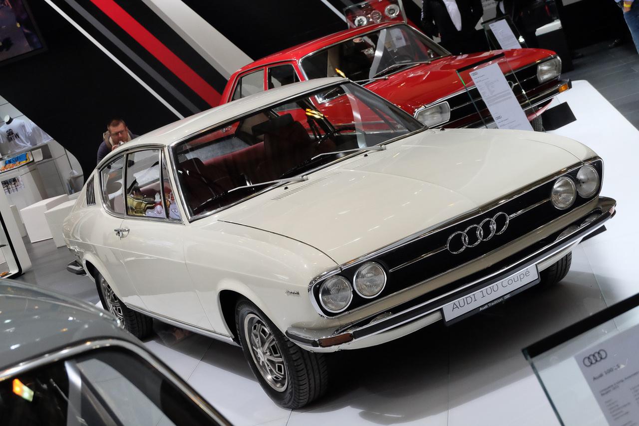 Az Audi rendszeresen hordja veterános rendezvényekre, mintha azóta láttuk volna valamelyik német újságban ugyanezt a 100-ast. A mai napig emlékszem, Frau Mittwochot (Szerda asszony, esküszöm :D ) kellett megkeresnünk, hogy átvehessük a papírozás után