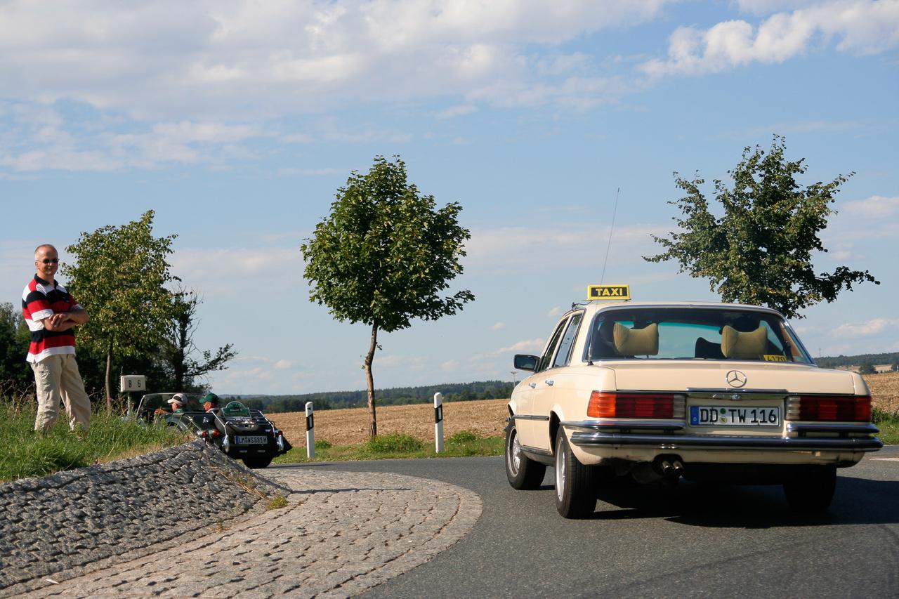 Akármilyen hihetetlen, ez egy működő taxi volt 2006-ban, csak betévedt a mezőnybe.