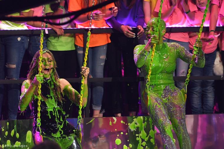 A Nickelodeon tévécsatorna Kids' Choice díjátadóján évek óta minden alkalommal összetrutymóznak pár vállalkozó kedvű hírességet