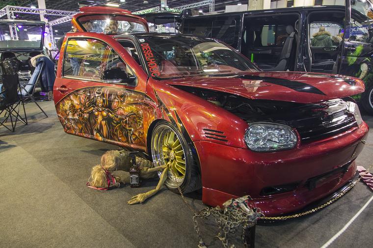 VW Golf IV, vászon a festmények alatt