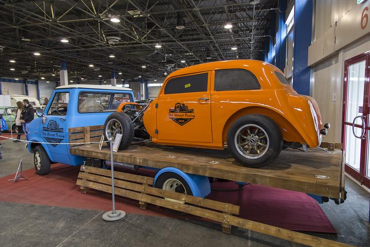 Itt már trélerre sem volt szükség, egyszerűen a '76-os Bedford platójára hajítva érkezett ez az 1938-as Opel Olimpia hot rod, amiben 1,2-es C Kadett-szív dobog - mindez magyar műhelyből