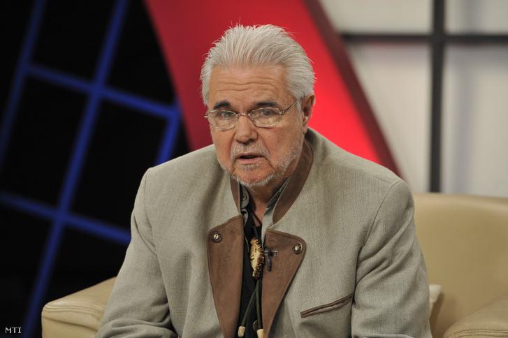Oszter Sándor színész a Hogy volt!? című tv-műsor felvételén, az MTVA Kunigunda utcai gyártóbázisának 3-as stúdiójában.
