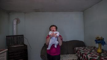 Visszarántja a család a roma kislányokat