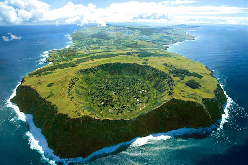 A Húsvét-sziget - Rapa Nui - a Csendes-óceán délkeleti részén terül el. 1772-ben húsvét vasárnapján fedezték fel, innen kapta a nevét.