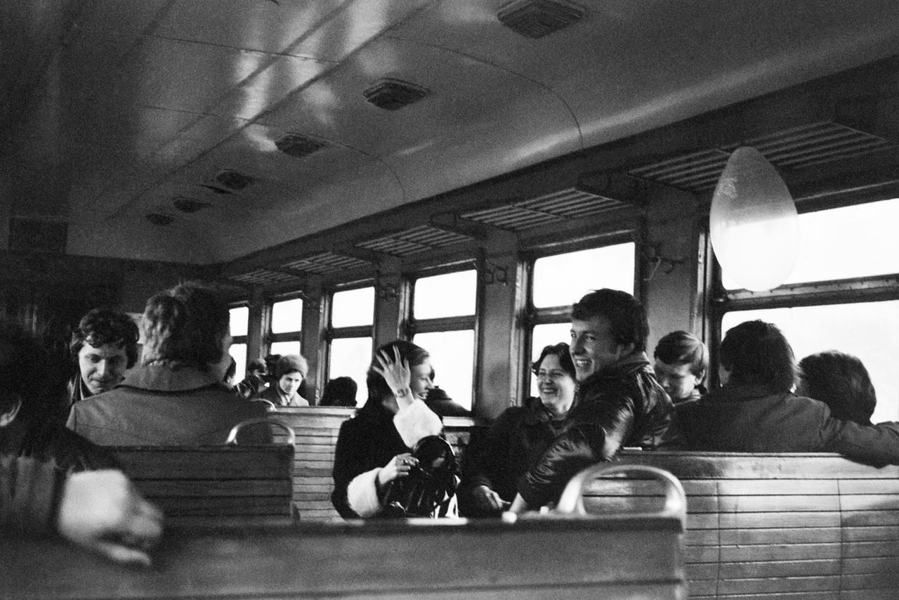Fiatalok a vonaton Leningrádban