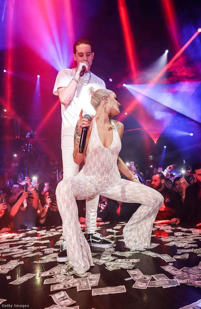 Halsey-nek a múlt hétvégén Miamiben volt egy meglepetésfellépése a mögötte látható G-Eazyvel közösen.