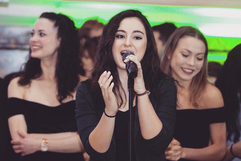 Varga Vivien édesapjához hasonlóan az énekesi pályát választotta.