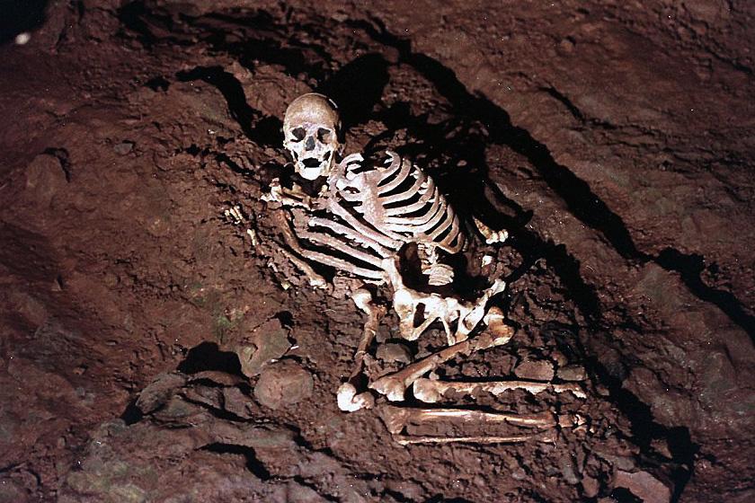 Anglia legrégebbi komplett csontváza a Cheddar férfié, aki lelőhelyéről, a somerseti Cheddar Gorge-ról kapta nevét. Egy mészkőszurdokban találták.