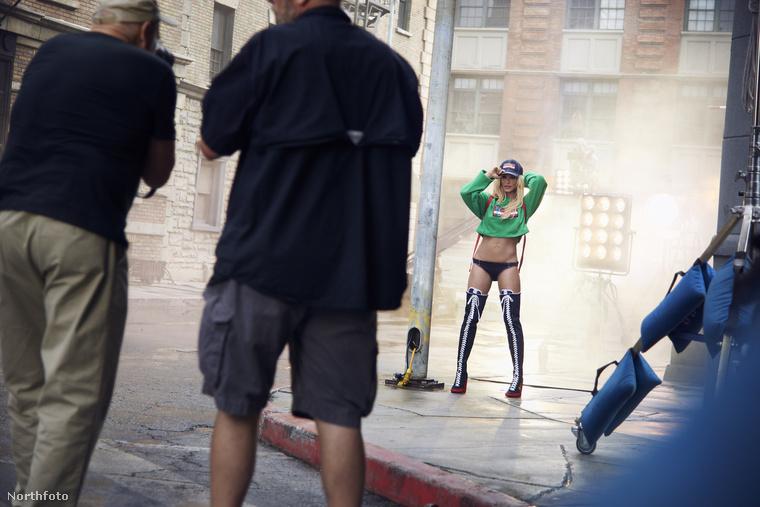 Ahogy arról már mi is írtunk, Britney Spears egy ideje rápörgött a sportolásra és hihetetlenül jó formába hozta magát