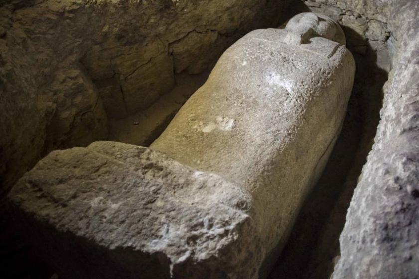 8 feltárt sírból 40 szarkofág került elő.