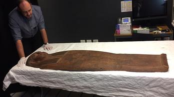 Múmiát leltek az üresnek hitt egyiptomi fakoporsóban
