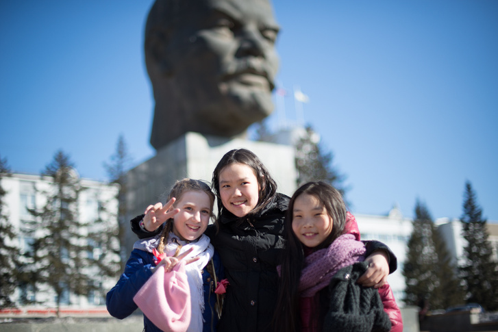 Bármikor jöhetsz a Leninhez, nem turisták szelfizgetnek, hanem ilyen cuki helyiek