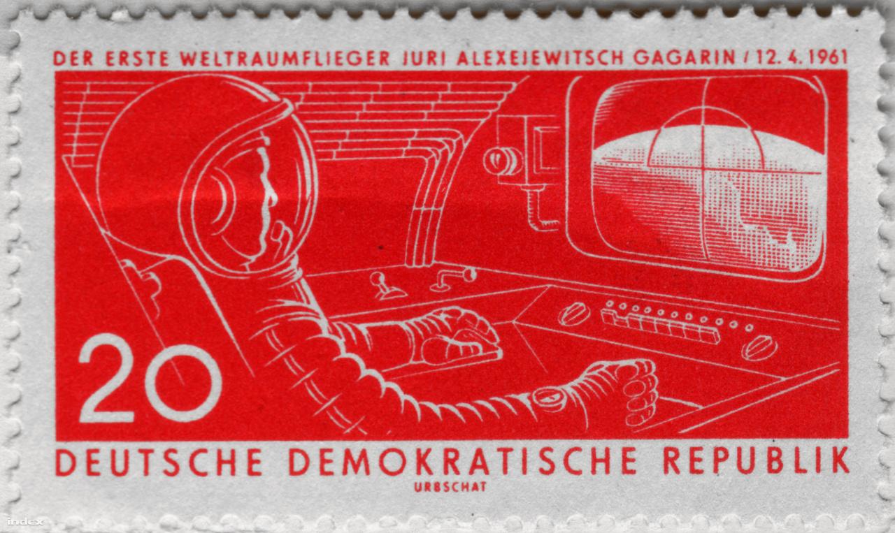 Egy meglehetősen idealizált rajzú keletnémet bélyeg Gagarin űrrepüléséről.