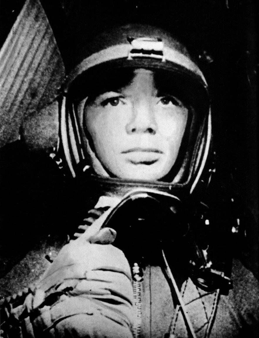 Gagarin, a fiatal vadászpilóta 1957-től 1960-ig MiG-15-ös sugárhajtású gépekkel repült.