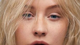 A smink nélküli Christina Aguilera pont úgy néz ki, mint egy 16 éves tinilány