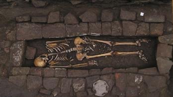 Koporsóban szülte meg a gyerekét egy több napja halott középkori nő