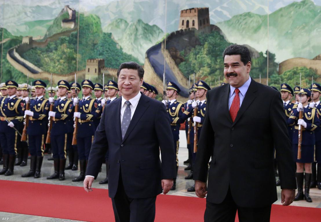 Hszi Csin-ping és Nicolas Maduro Pekingben 2015-ben
