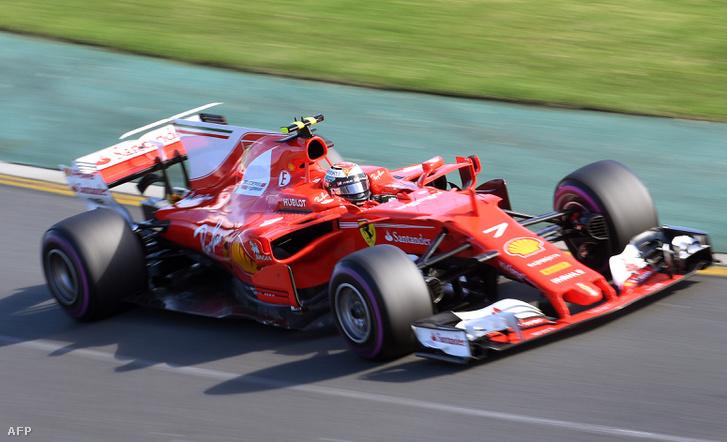 A tavalyi Ferrari: erre bizony nem csak az orrkúp hasonlít, nézzék az oldalsó légbeömlőket, mint az idei Haason