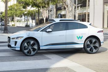 A Jaguartól kap villanyautókat a Google