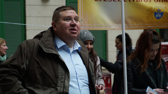 Migránsok nélkül is világbajnok kampányt tol Orbán ügyvédje