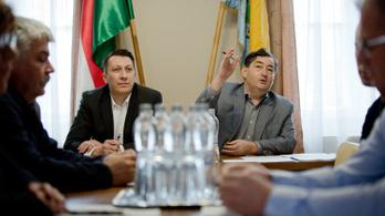 A saját országában kérdezősködjön, mondta Mészáros egy külföldi újságírónak