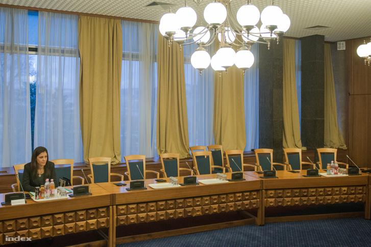 Szél Bernadett a bizottság február 8-ai ülésén