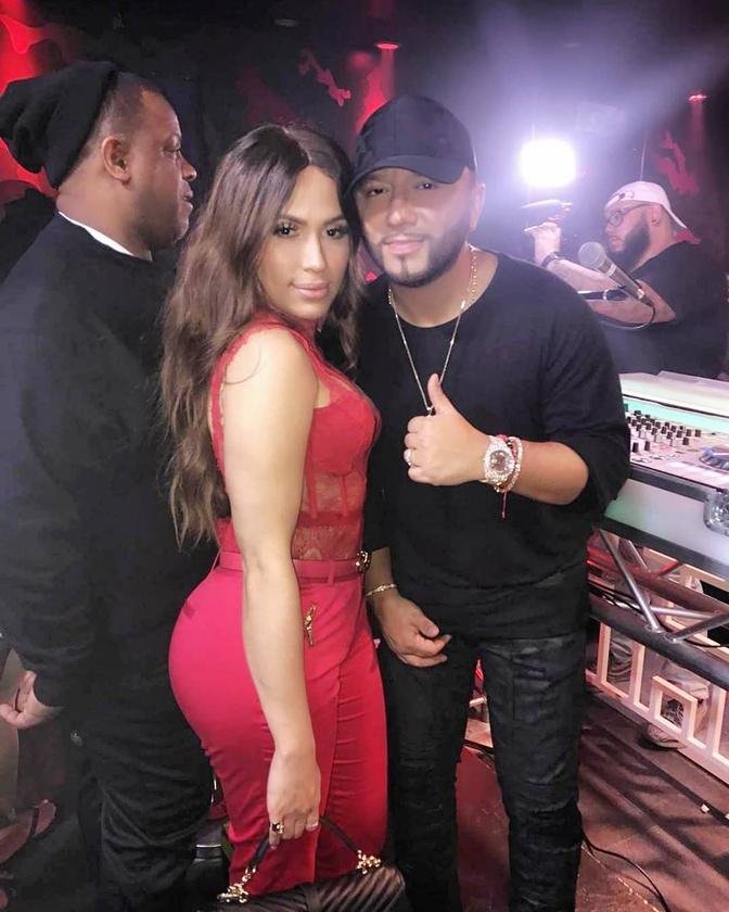 Pár napja például teljes celebellátásban részesült egy partin, mert a biztonsági személyzet összekeverte Kardashiannal