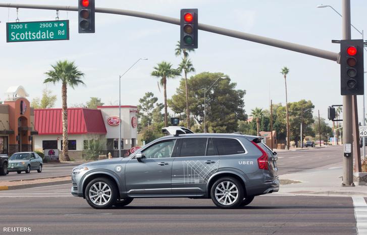 Az Uber egyik önvezető Volvója az arizónai Scottsdale-ben 2017. december 1-jén