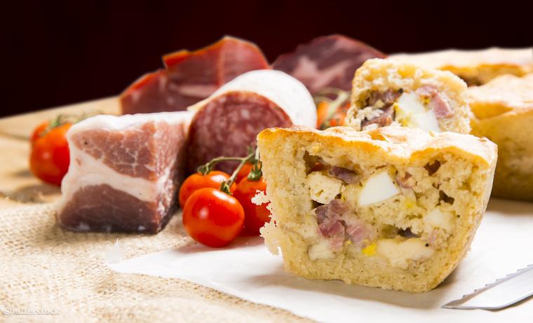 A casatiello egy sós pite, ami kenyértésztából különféle szalámikkal és sajtokkal töltve készül