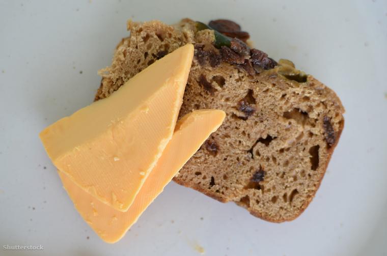 Jamaikában a forró kalács és sajt, mint húsvéti menü a 300 éves angol fenhatóság alatt lett szerves része a helyiek hagyományainak.