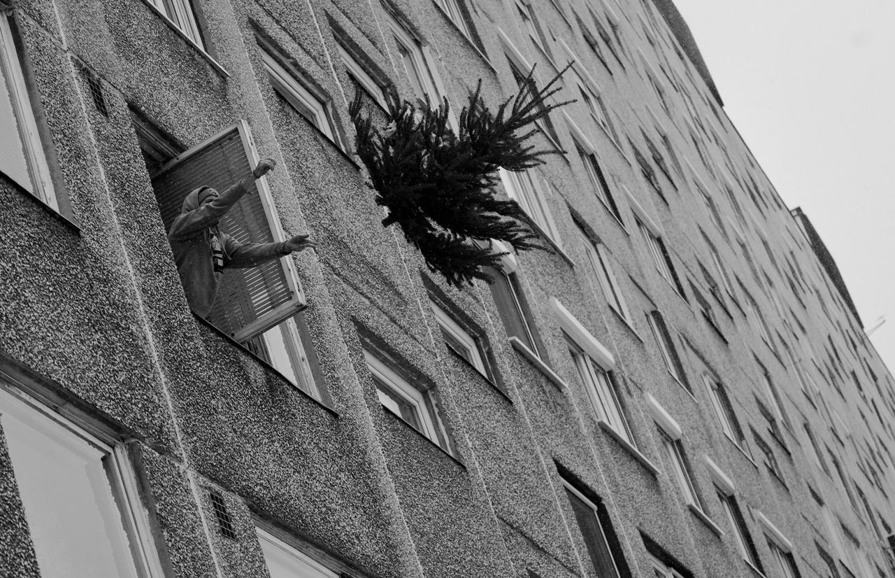"""Tóth Gergő: Telepszemle (sorozat) // """"Budapesten a XV. kerületben található Újpalota lakótelepet 1968–1977 között építették Tenke Tibor vezette építészmérnöki kar tervei alapján. Becslések szerint 33 000 él itt. A város egyik legnagyobb lakótelepe, több mint 15.000 lakás található."""""""