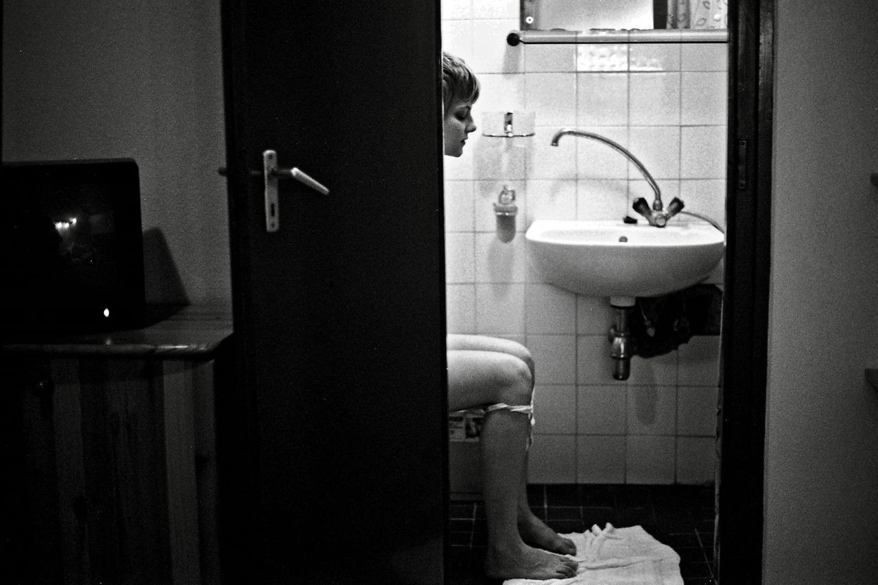 Jakab Juli a vécén. Dobogókő, 2008.