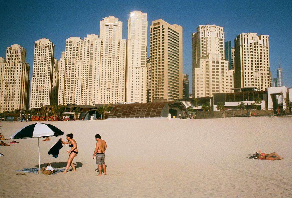 Strand Dubajban. Semmi érdekeset nem tudok róla mondani, rettenetes ez a város, pont olyan mint ez a kép.