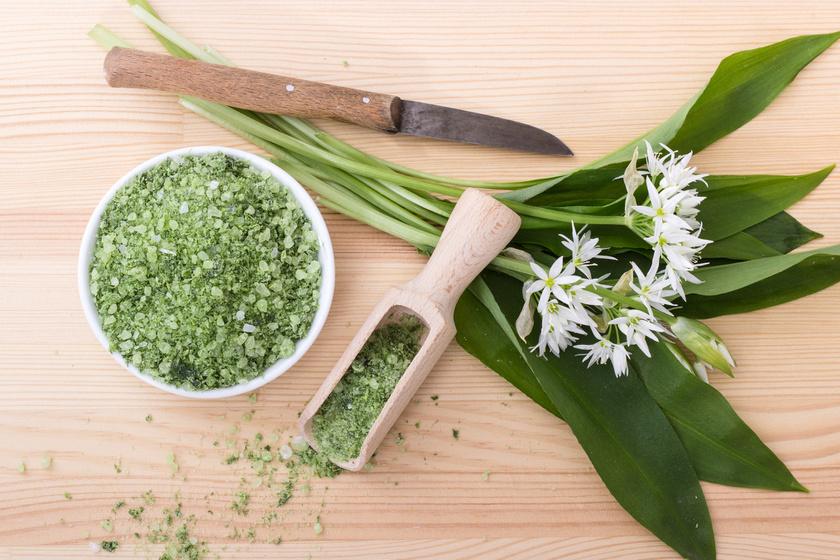 Házi, medvehagymás fűszersó: isteniek lesznek a húsok és saláták tőle