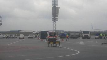 Két reptéri busz ütközött Budapesten