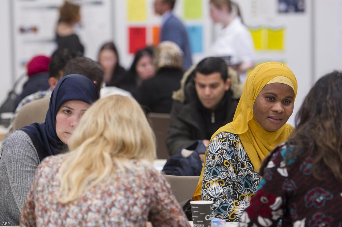 Muszlim bevándorlók egy berlini állásbörzén 2017 januárjában