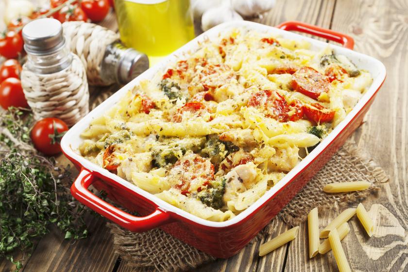 Csirkés-brokkolis rakott tészta - Egyszerű, laktató, és nagyon ízletes