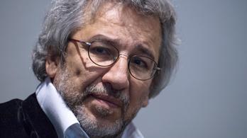 Letartóztatási parancsot adtak ki a piszkos török ügyekről író újságíró ellen