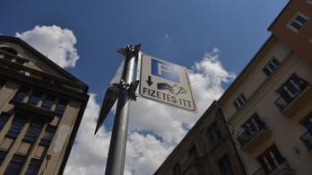 Erzsébetvárosban öt éve törvénytelenül működik a parkolás