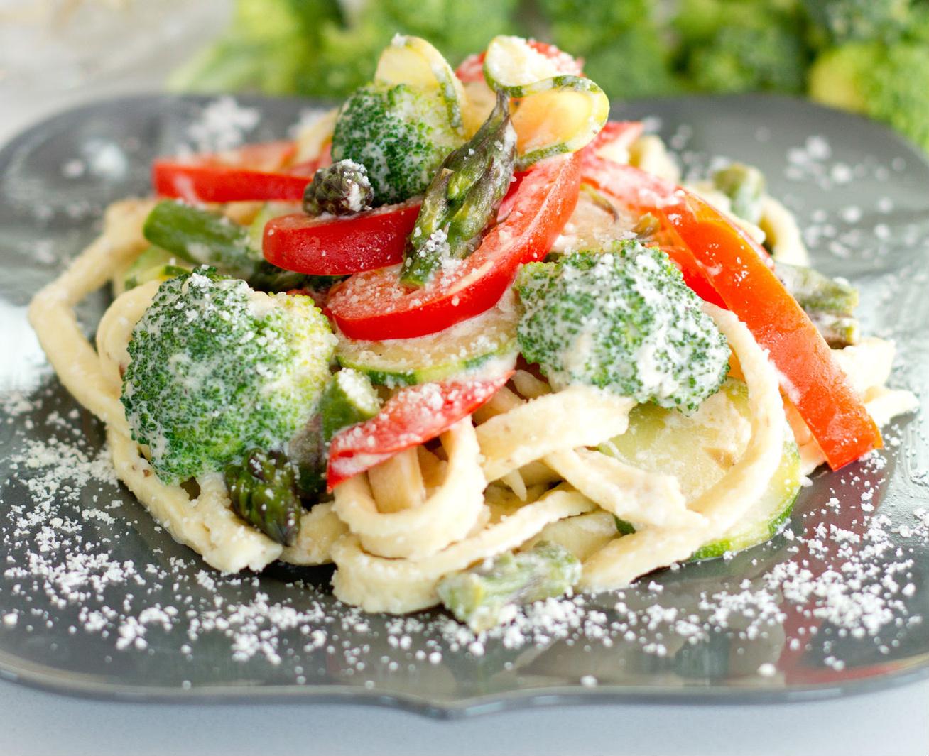 Tejszínes tészta roppanós zöldségekkel: így készül az eredeti pasta primavera