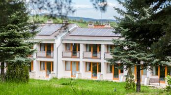 Uniós pénzből felújított hotelt kapott bérbe Semjén vadásztársa