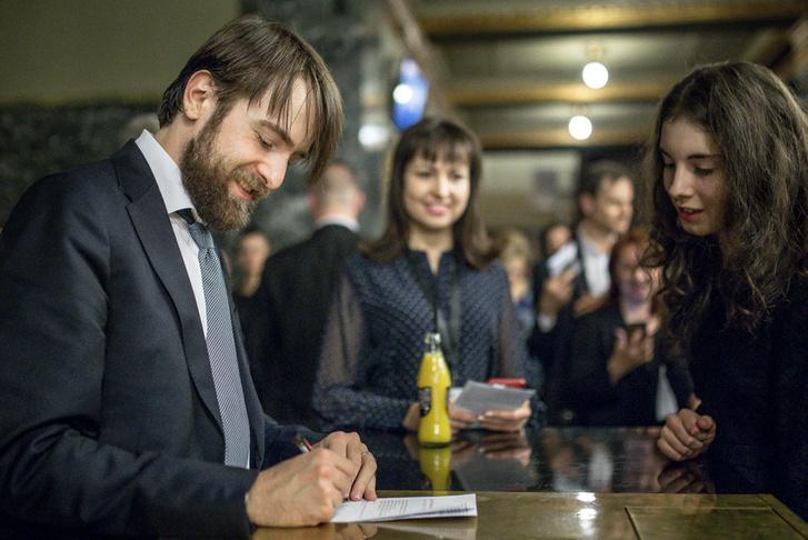 Danyiil Trifonov dedikál a március 31-i koncert szünetében