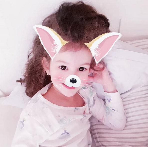 """""""Húsvétkor még a róka is nyuszi"""" - írta a hamarosan ötéves Mici fotójához az édesapja, Nánási Pál."""
