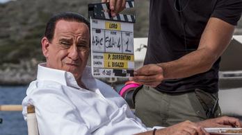Berlusconi óriási playboy lesz a róla szóló filmben
