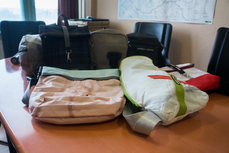 Minden táska javarészt légzsákból készül