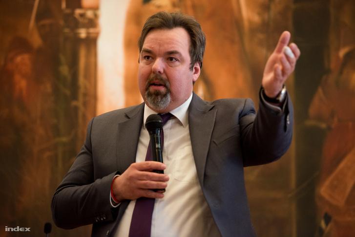 L. Simon László
