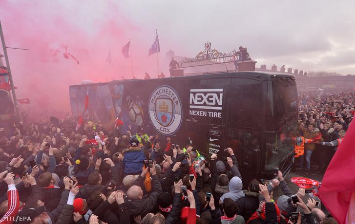 Érkezik a City-busz az Anfieldre