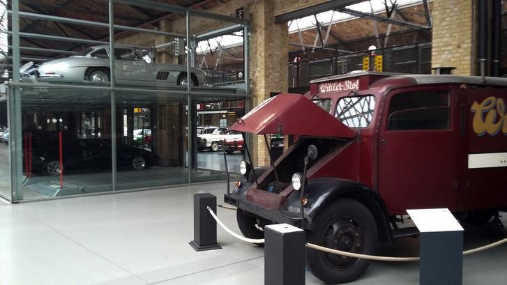 Az ott egy villamos teherautó valamikor iszonyú régről
