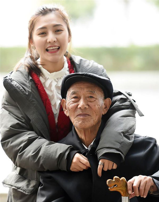 Fu Xuewei-t a nagyszülei nevelték fel a szülei válása után, ezért még szorosabb kapcsolat fűzi hozzájuk, mint általában az unokákat.